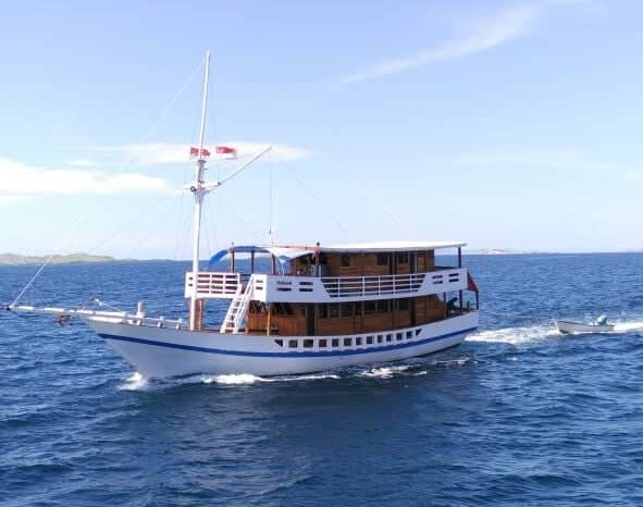 Private boat 4 days 3 nights Komodo sail tour