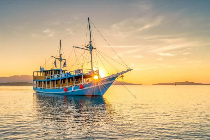 3 Days 2 Nights on private or shared boat Komodo sail tour